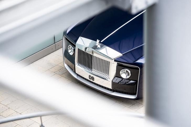 Фото №1 - Самый дорогой в мире Rolls-Royce построили для таинственного коллекционера
