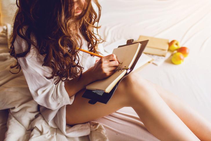 Фото №1 - Редактор MAXIM написала книгу, которая поможет тебе лучше понять женщин! (И, возможно, простить)