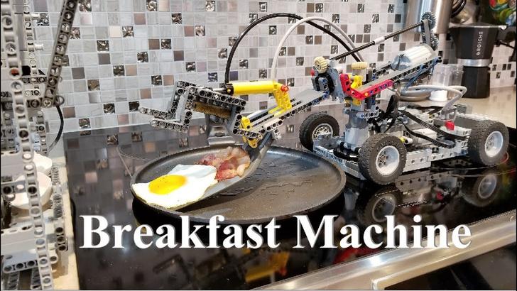 Фото №1 - Из LEGO сделали робота для готовки яичницы (ВИДЕО)