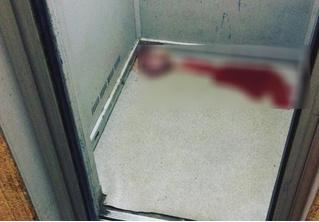 Девушка обнаружила жуткий предмет в лифте своего дома