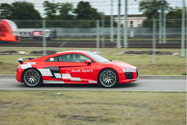 Фото №14 - Главный суперкар Баварии обновили. Мы об Audi R8, если что