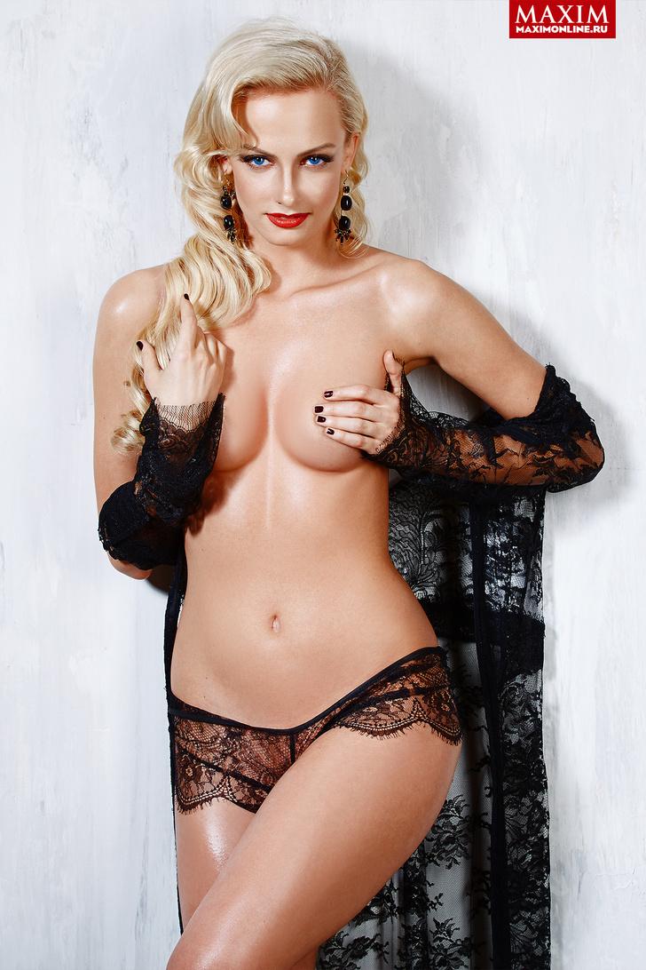 Актриса Полина Максимова - фото MAXIM