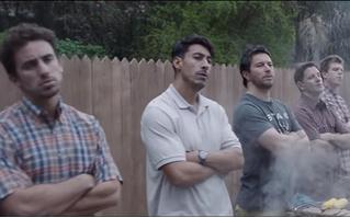 Gillette запустил рекламную кампанию с новым слоганом. Ролик (прилагается) не на шутку разъярил интернет