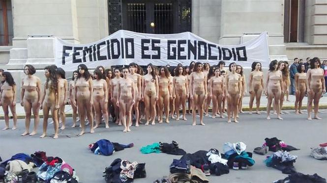 Фото №3 - Голые девушки заполонили улицы Аргентины