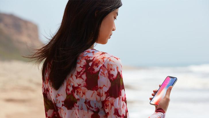 Фото №1 - Apple обвинили в сексизме за то, что iPhone слишком велик для миниатюрных дамских ручек