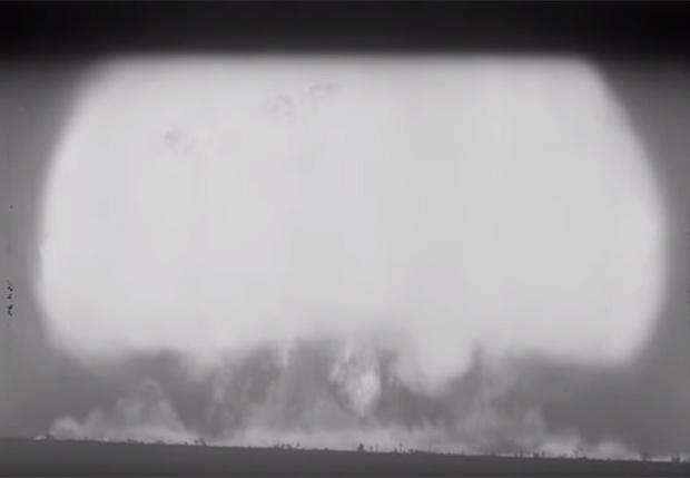 Фото №1 - 62 рассекреченные видеозаписи атомных взрывов теперь в Cети!