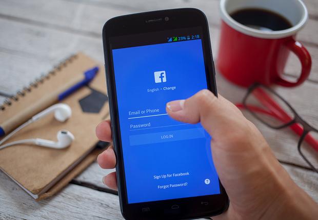 Фото №1 - ТОП-10 тем для постов в соцсетях, за которые нужно лишать доступа в Интернет