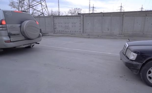 Фото №1 - Лайфхак: как сделать автомобильный трос из скотча (видеоинструкция)