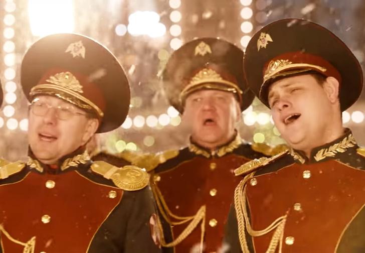 Фото №1 - Росгвардия сняла новогодний клип на хит Джорджа Майкла Last Christmas на Красной площади