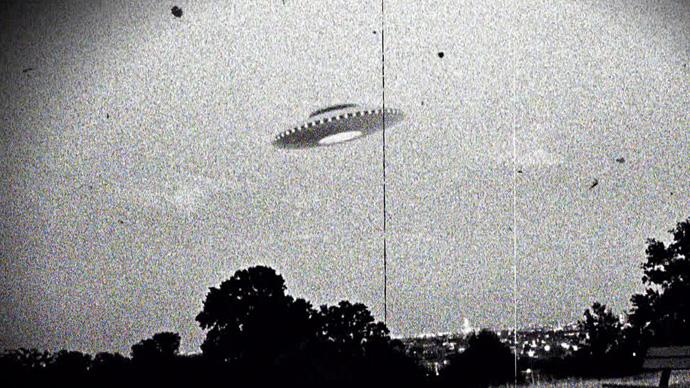 Фото №1 - Как выглядели снимки НЛО до изобретения «Фотошопа» (16 примеров)