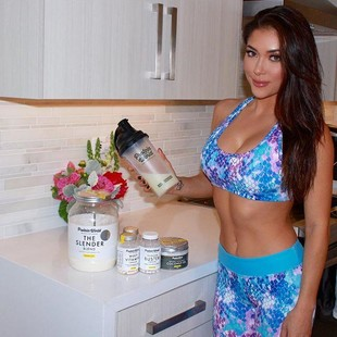 Abs are made in the kitchen! Loving my @proteinworld protein shakes to help keep me on track! Www.proteinworld.com