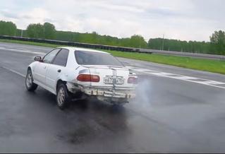 Вот что будет, если врубить заднюю на 100 км/ч на механике (видео)