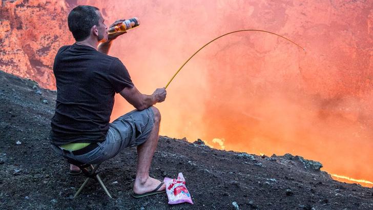 Фото №1 - Правительство США официально попросило перестать жарить зефир над вулканом на Гавайях