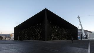 Самое темное здание в мире (ВИДЕО)