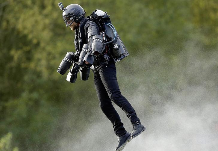 Фото №1 - Реактивный костюм Jet Suit и другие мужские гаджеты месяца