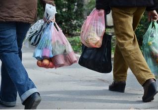 Исследование: мужчины стесняются ходить в магазин с матерчатой сумкой, так как боятся, что их примут за геев