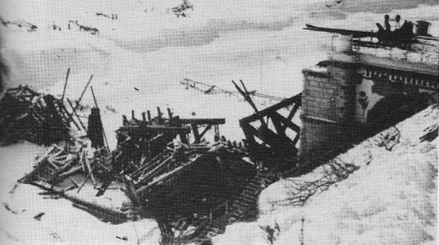 Чертов мост, взорванный при отступлении