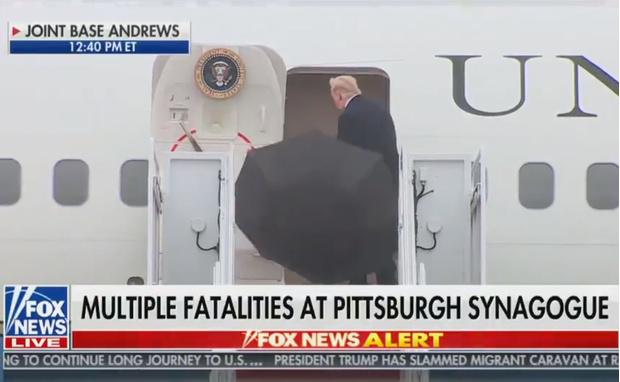 Фото №1 - Интернет гадает: неужели Трамп действительно не знает, как закрывать зонт? (видео)