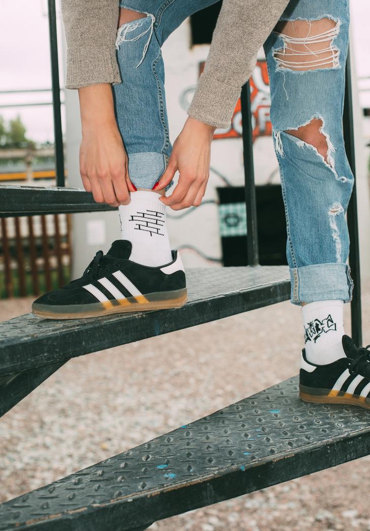 Фото №8 - Питерский бренд St. Friday Socks выпустил «уличные» носки с граффити