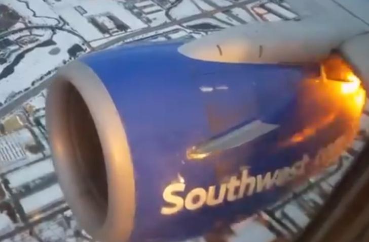 Фото №1 - Полундра, горим! Пассажир снял двигатель самолета, вспыхнувший прямо в воздухе! (Горячее ВИДЕО)
