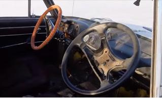 Мужики приделали автомобилю второй руль и погоняли в четыре руки (видео)