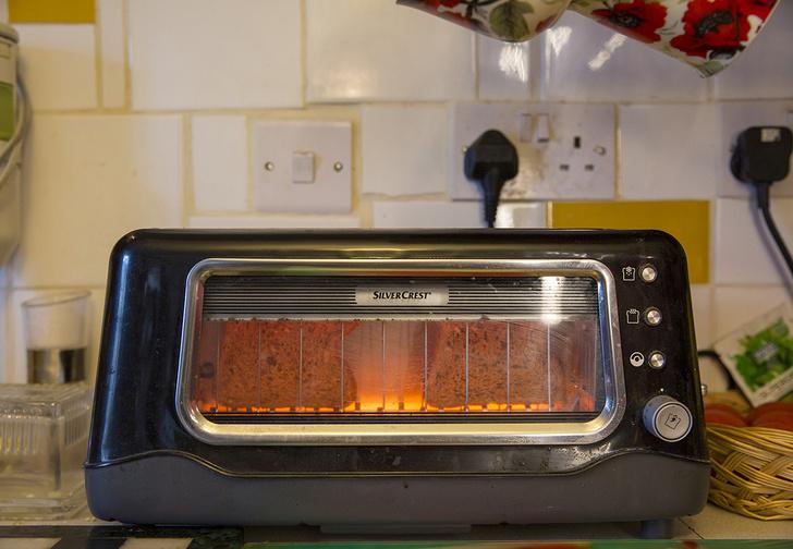 Фото №1 - Учёные выяснили, что поджаренный в тостере хлеб вреднее выхлопных газов