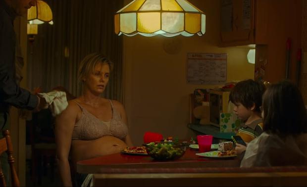 Фото №2 - Посмотри и ужаснись! Вот как выглядит Шарлиз Терон, набравшая для роли 22 кг!