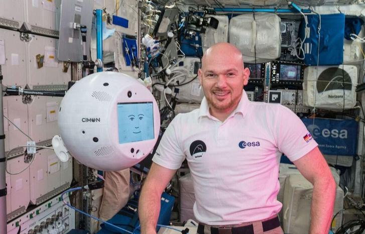 Фото №1 - Робот с МКС обвинил экипаж в грубости