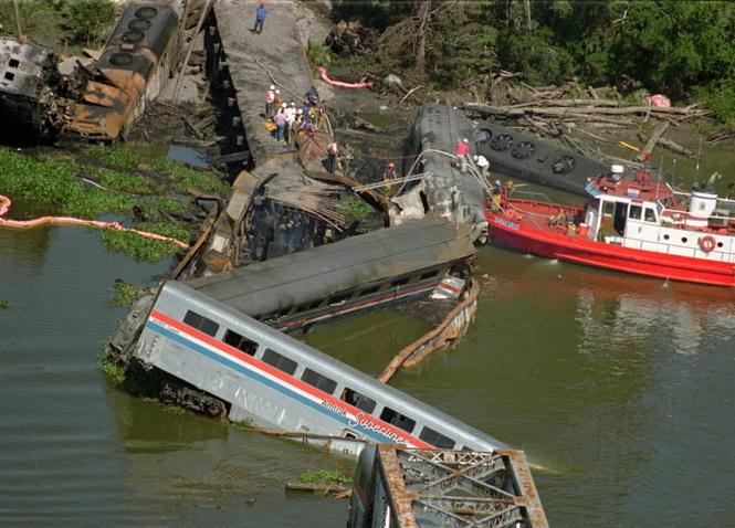 Во всем виновата баржа! 24 года крупнейшей железнодорожной катастрофе