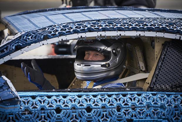 Фото №6 - Миллион деталей и десять месяцев: как собирали Bugatti Chiron из кубиков Lego
