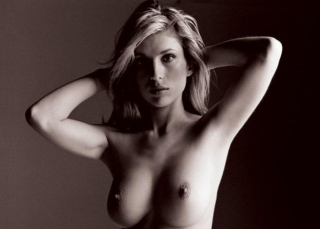 Профессиональное фото мужчины ласкает женская грудь, парень и две девушки в постели порно видео