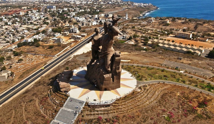 Фото №3 - Статуи, фальшивые доллары и еще 6 статей экспорта Северной Кореи