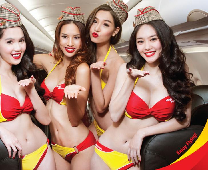 Фото №2 - Это гениально! Первая в мире авиакомпания со стюардессами в бикини!