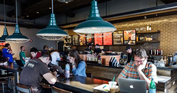 Фото №1 - Как Starbucks в США воюет с порносайтами, а те умело парируют