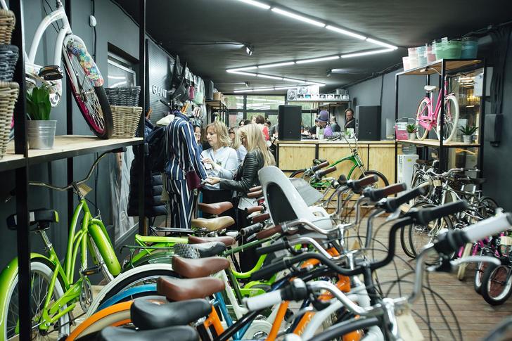 Фото №1 - Велолето с Gant и Electra: совместное мероприятие брендов в Artplay