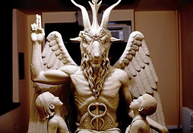 Фото №1 - Церковь Сатаны подает в суд на сериал «Сабрина» за оскорбление чувств верующих