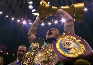 «Усики надежды»: боксер Александр Усик стал абсолютным чемпионом мира