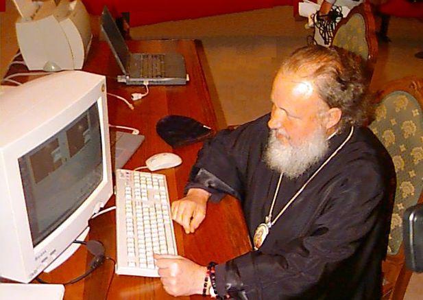Фото №1 - РПЦ выпустила памятку для священников-видеоблогеров! И ты должен ее увидеть, даже если на тебе креста нет!