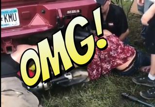 Слишком любознательная девица застряла головой... в выхлопной трубе автомобиля! (непроходимое ВИДЕО)
