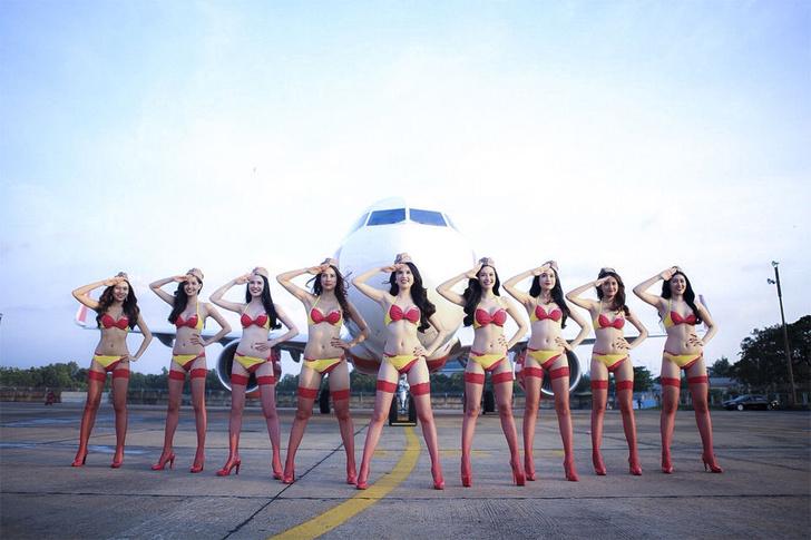 Фото №3 - Это гениально! Первая в мире авиакомпания со стюардессами в бикини!