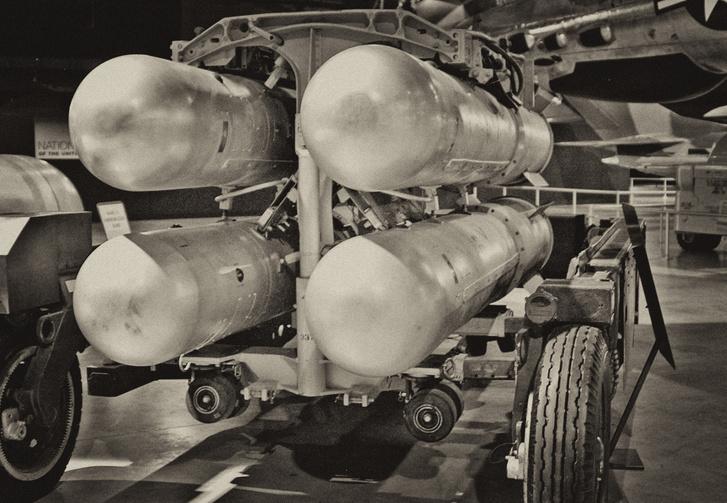 Комплект из четырёх термоядерных бомб B28