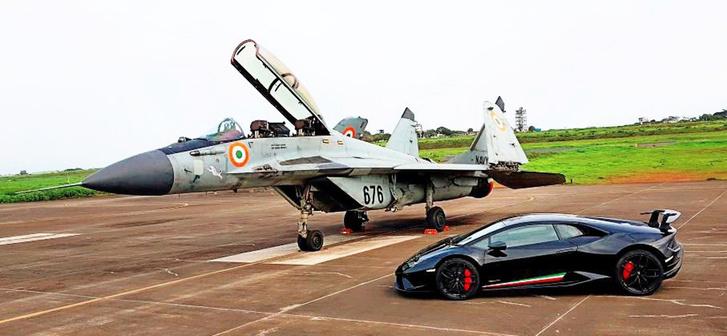 Фото №1 - МиГ-29 уделывает Lamborghini. Духоподъемно-патриотическое ВИДЕО