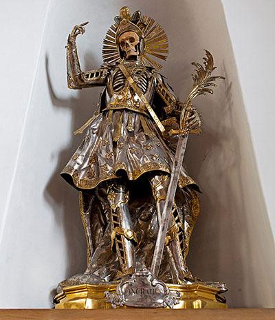 Фото №5 - Жертвы требуют красоты! Прекрасная в своей дикости коллекция нарядных скелетов