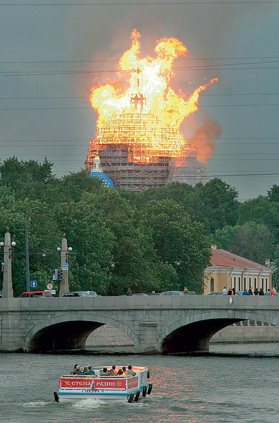 Пожар в Свято-Троицком соборе в Санкт-Петербурге
