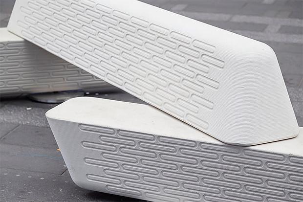 Фото №3 - Нью-Йорк обзавелся антитеррористическими дизайнерскими скамейками