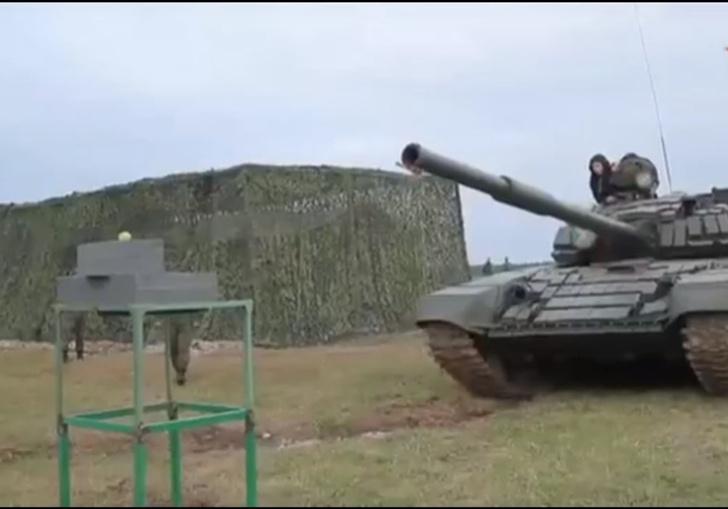 Фото №1 - Русский танк разрезает яблоко пополам (видео)