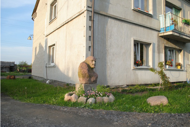 Фото №18 - Самые дурацкие памятники Ленину