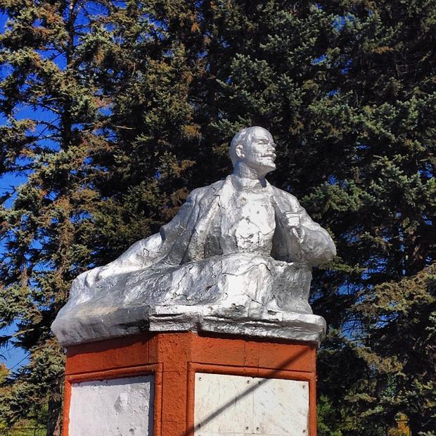 Фото №7 - Самые дурацкие памятники Ленину