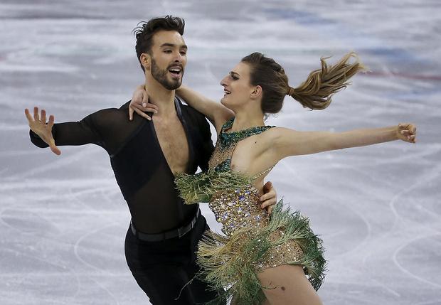 Фото №2 - «Мой самый большой кошмар!» У французской фигуристки оголилась грудь на Олимпиаде