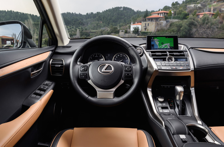 Фото №2 - Lexus NX — обреченная на успех новая линейка внедорожников